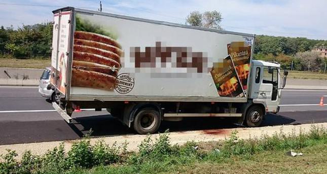50 refugees found dead in truck in Austria