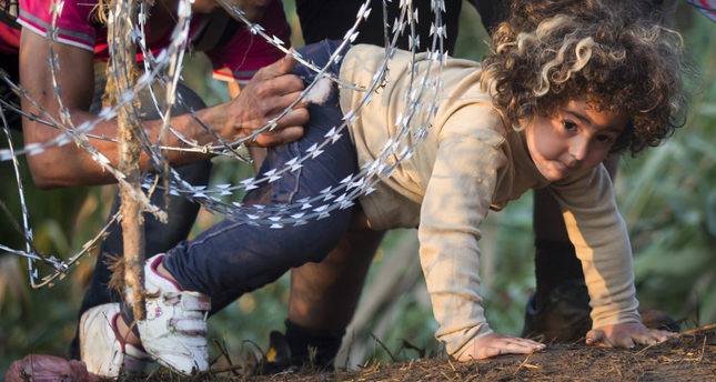 Migrants race for Europe in crowds before winter