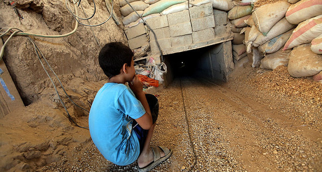 'Egypt army to flood Gaza tunnels with water'