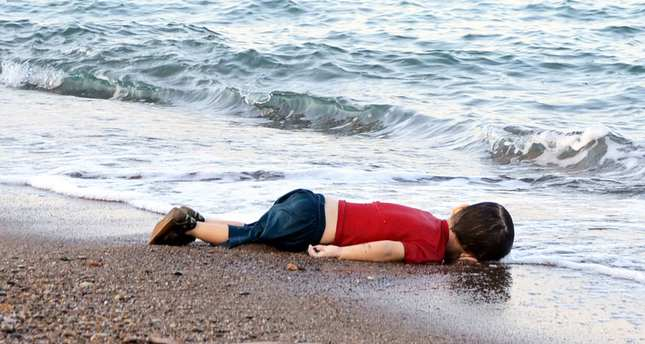 Images of drowned Syrian boy show misery of refugees