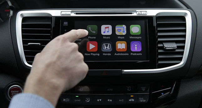 Apple, Google to integrate smartphone functions to car dashboards