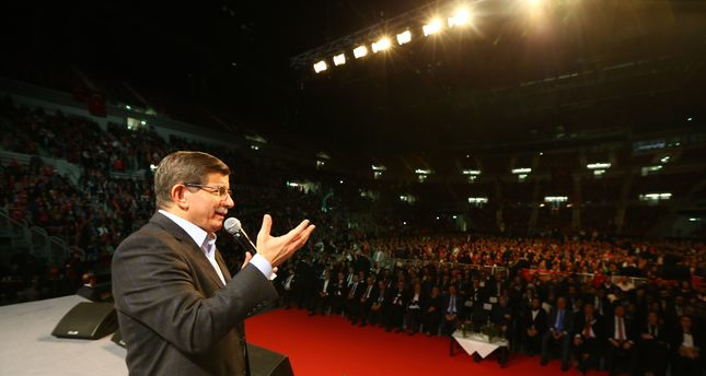 Davutoğlu calls on Turks in Germany to help refugees