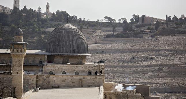Israel lifts restrictions on prayers at Al-Aqsa Mosque