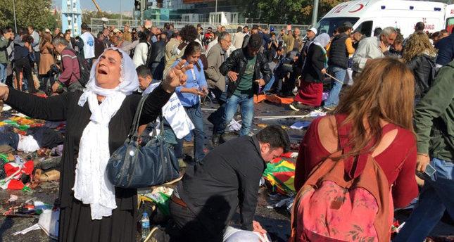 V Turecku s obviněním vlády z falešné vlajky při víkendovém sebevražedném výbuchu vypukly protesty