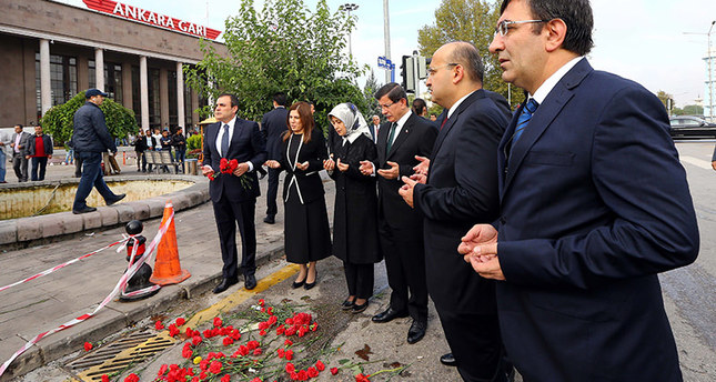 PM Davutoğlu lays flowers at scene of Ankara bombing
