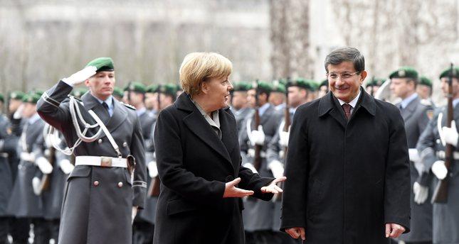 Davutoğlu, Merkel discuss refugee crisis