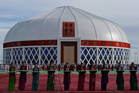 A choir of 4,166 people in isolated ex-Soviet Turkmenistan has broken a world record by singing a hymn penned by the nation's strongman president, in the latest choreographed show of support....