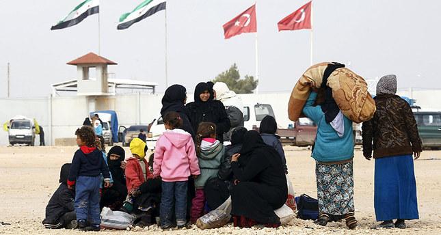 Around 35,000 Syrians arrive at Turkish border