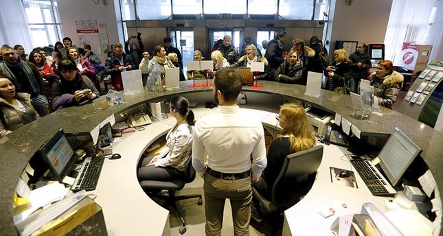 Russia closes 2 more banks amid economic troubles