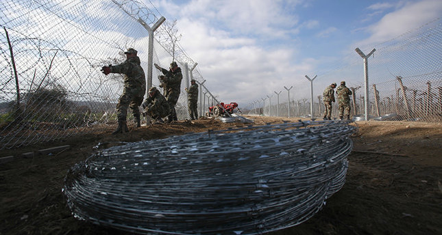Macedonia building another fence on Greece border