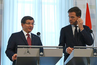 Prime Minister Ahmet Davutoğlu said on Wednesday that Turkey has never closed its doors on Syrians, despite the heavy costs.   Speaking at a joint press conference with his Dutch counterpart Mark...