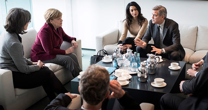 Hollywood star and political activist George Clooney and his wife Amal, a human rights lawyer, met German Chancellor Angela Merkel to discuss the refugee crisis.br / br / The meeting in Merkels...