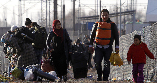 EU gives Greece 3-month ultimatum for border control