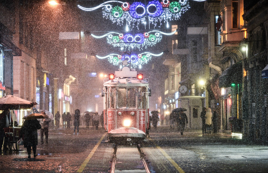Let it snow! Istanbul set for first freeze as snow starts to settle