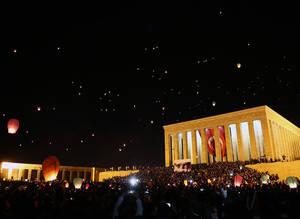 Peace lanterns for 1915 centenary light up Ankara skyline