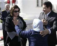 Tunisia asks Interpol to arrest Ben Ali and wife