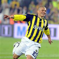 Five stars for Fenerbahce�s Alex as Trabzonspor takes it to the end