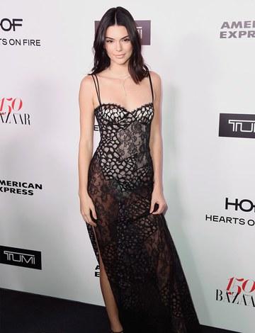 Kendall Jenner kırmızı halıya damga vurdu