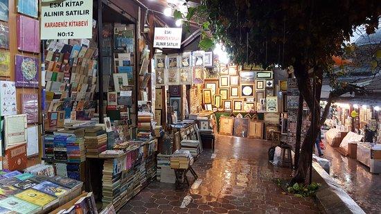 Tozlu Raflardaki Sayfaların Bekçileri Istanbul Sahafları Galeri