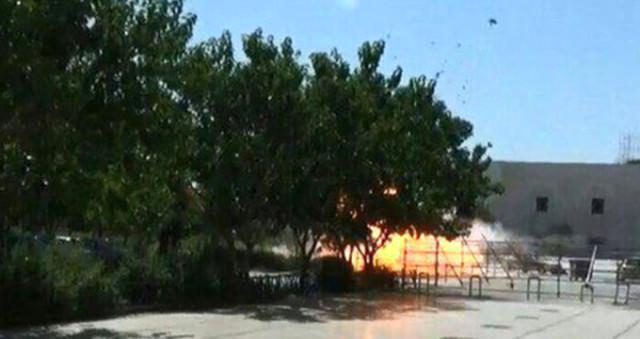 Humeyni'nin türbesinde canlı bomba patladı