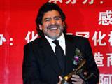 Maradona imzayı attı
