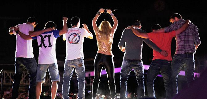 Sahada Barça, sahnede Shakira!