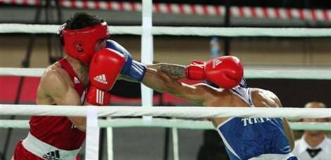 İki boksörümüz çeyrek finalde
