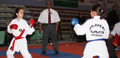 Karate heyecan� Eski�ehir'de ba�lad�
