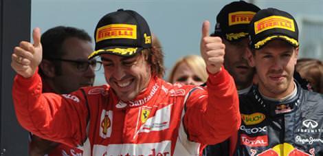 Britanya'da kazanan Alonso