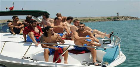 Futbolcuların tekne sefası