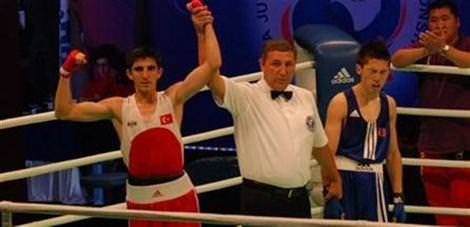 3 Türk boksör çeyrek finalde