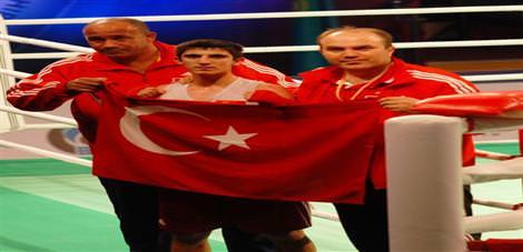 3 boksörümüz finalde