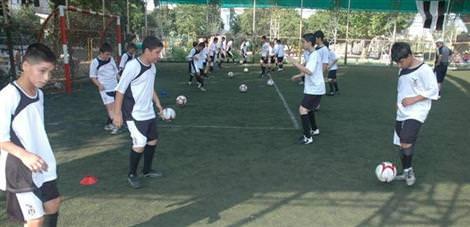 Batman'da BJK Futbol Okulu açıldı