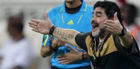 Maradona ilk galibiyetini aldı