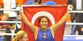 3 Türk boksor yarı finalde