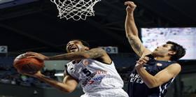 Anadolu Efes: 67 Partizan: 58
