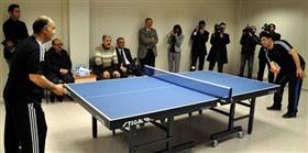 Rektör ile belediye başkanının masa tenisi mücadelesi