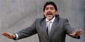 Maradona'ya bir takım yetmiyor