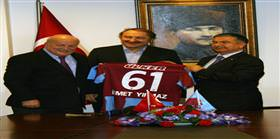 Bakan Yılmaz'dan Trabzonspor'a ziyaret