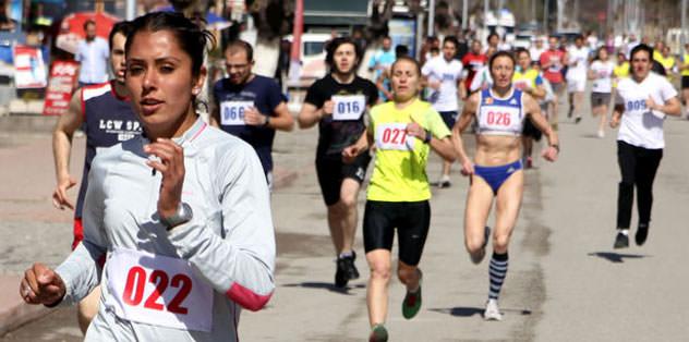Ümmü Kiraz Düsseldorf Maratonu'na katılacak