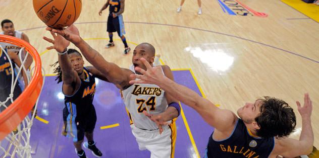 Lakers 1-0 öne geçti