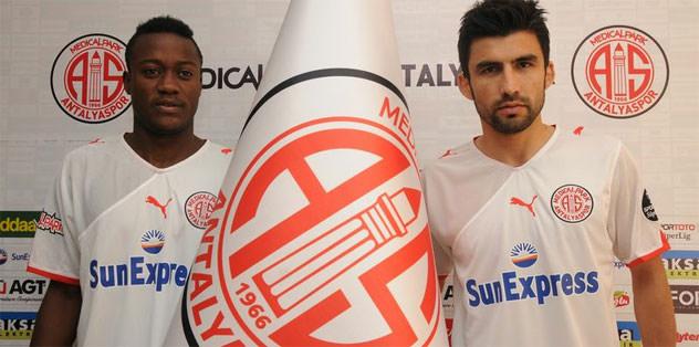 Antalyaspor'da çifte imza