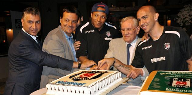 Beşiktaş Milangaz kupayla Demirören'e gitti