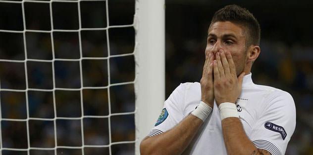 Giroud'u Arsenal kaptı