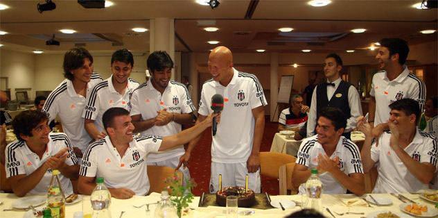 Sezer'e doğum günü kutlaması