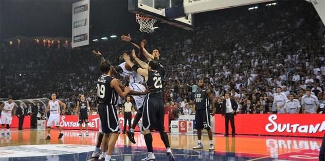 Efes ve Beşiktaş'a ceza