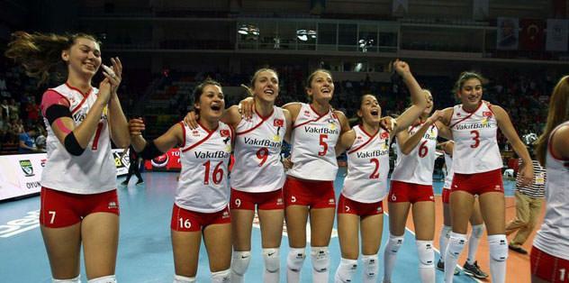 Kızlar finalde