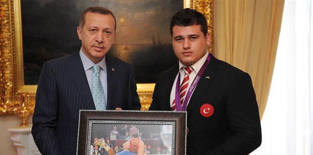 Milli Güreşçi Kayaalp, AK Parti'ye üye oldu