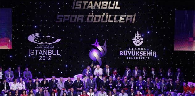 Beşiktaş ve G.Saray'a plaket