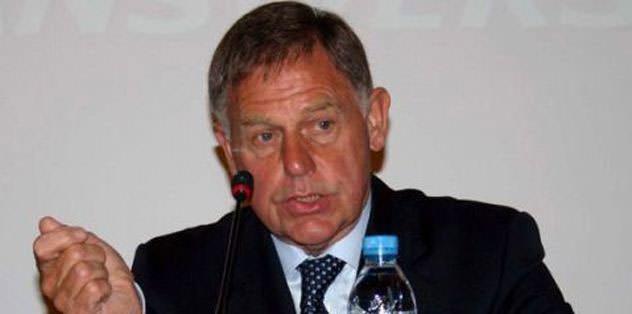 Gordon Milne tribünde